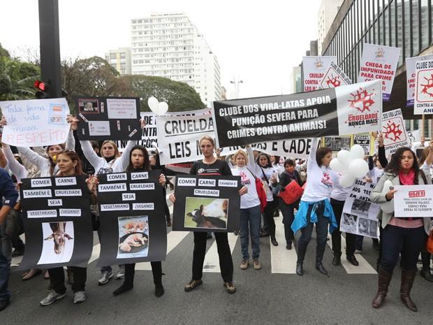 Ato em defesa dos direitos dos animais acontece na Avenida Paulista (Foto: Vanessa Carvalho/Brazil Photo Press/Estadão Conteúdo)