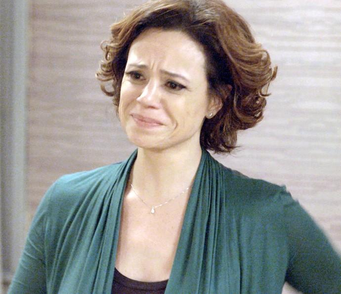 Ana não segura a emoção (Foto: TV Globo)