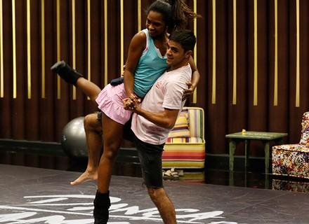 'Dança dos Famosos': homens correm contra o tempo para aprender forró em dia de ensaio
