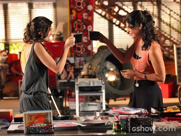 Verônica e Marina se dão bem e fecham negócio (Foto: Carol Caminha/ TV Globo)