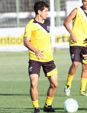 Magno Alves, em treino do Ceará  (Foto: Israel Simonton/CearaSC.com)