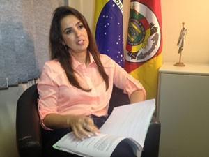Delegada crime ambiental Fepam (Foto: Caco Barzi/RBS TV)