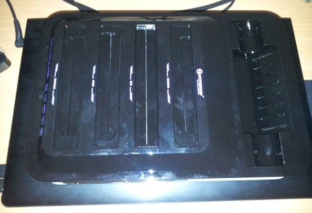 Hyperkin mudou modelo do Retron 5 há poucas semanas para que o videogame rodasse jogos de Master System, em um total de 10 videogames compatíveis (Foto: Divulgação/Hyperkin)