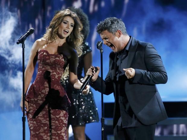 Paula Fernandes e Alejandro Sanz em prêmio de música em Las Vegas, nos Estados Unidos (Foto: Mario Anzuoni/ Reuters)