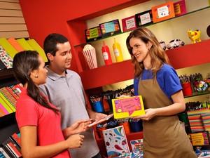 São oferecidas vagas para os cursos de vendedor, operador de telemarketing, porteiro e vigia e inglês básico (Foto: Divulgação)