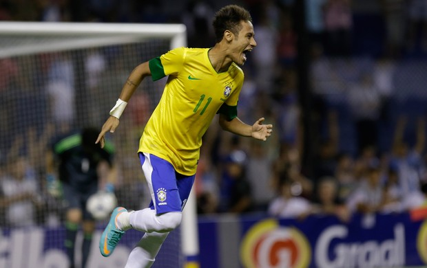 Neymar gol Brasil x Argentina (Foto: AP)