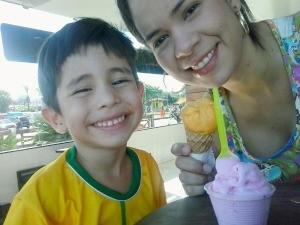 Repórter Cleia Andrade e o filho Vitor Andrade (Foto: Cleia Andrade/Arquivo Pessoal)