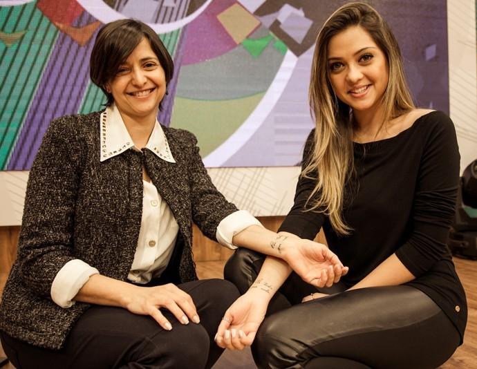 Amor de mãe: Polliana Aleixo e mãe exibem a mesma tatuagem (Foto: Márcia Kohatsu / RPC)