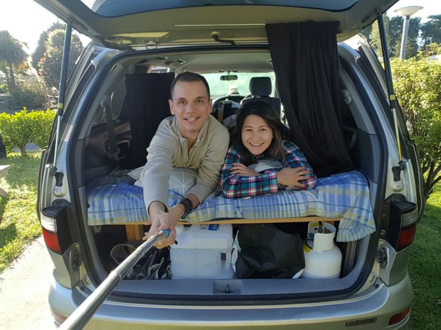Lucas Ferreira e Patrícia Suzuki cozinham e dormem no carro há uma semana (Foto: Arquivo pessoal)