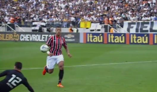 Bola na mão de Antonio Carlos