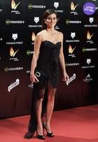 Look do dia: Penélope Cruz usa vestido de rende e com fenda poderosa