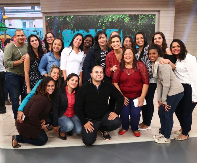 Fátima tira foto com a plateia depois do programa  (Foto: Fabiano Battaglin/Gshow)