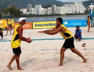 Rodrigão e Carlão, vôlei de praia em Santos (Foto: Divulgação / CBV )