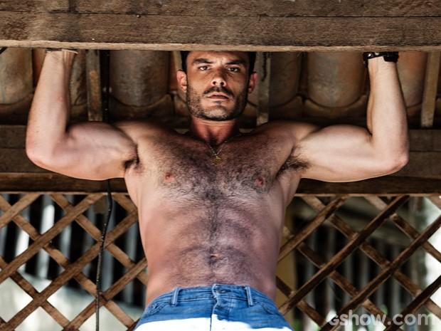 Pissolato se pendura para o fotógrafo do site (Foto: Ellen Soares / TV Globo)