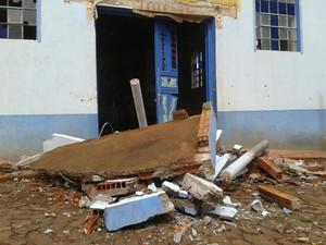 Fachada da igreja foi destruída em Faxinalzinho (Foto: André Medeiros/RBS TV)