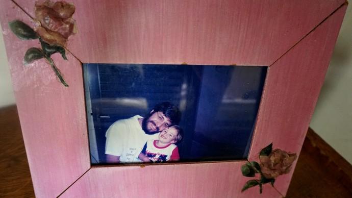 Porta retrato mostra foto de pai e filho (Foto: Raquel Gonzales/Gshow)