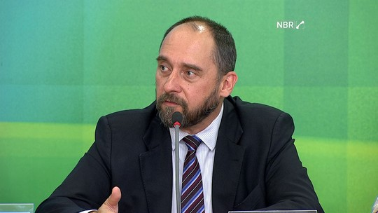 Ações emergenciais independem de acordo, diz Adams sobre Mariana