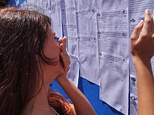 Listão da UPE (Foto: Katherine Coutinho/G1)