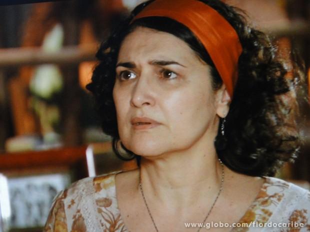 Cordelista fica apavorada com a revelação e teme pela segurança do filho (Foto: Flor do Caribe/TV Globo)