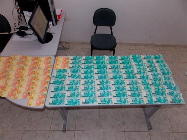Em São Miguel, polícia encontrou mais de R$ 8 mil em notas falsificadas (Foto: Cedida/Polícia Civil do RN)