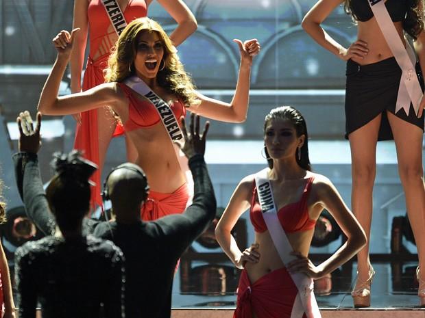 Gabriela Isler comemorou quando foi anunciada como umas das finalistas do concurso (Foto: Alexander Nemenov/AFP)