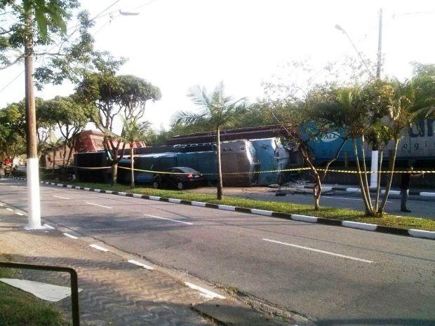 Um dos lados da avenida precisou ser interditado (Foto: Lourimar Vieira/Arquivo Pessoal)