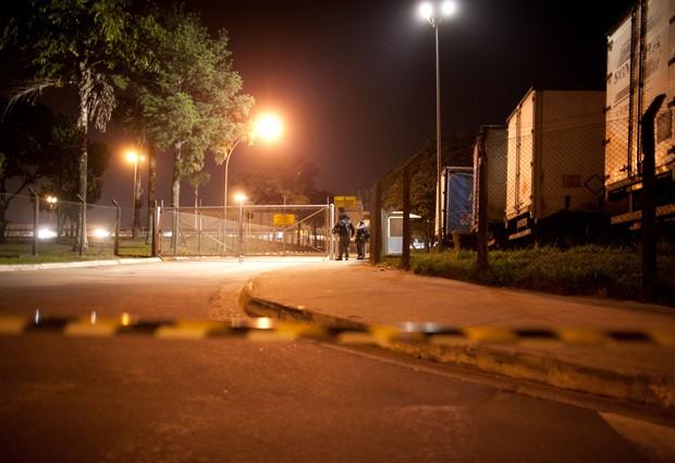 Fábrica da GM com os portões fechados  (Foto: Divulgação/Sindicato dos Metalúrgicos)
