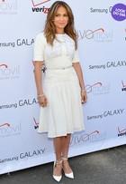 Look do dia: Jennifer Lopez usa vestido Elie Saab em evento