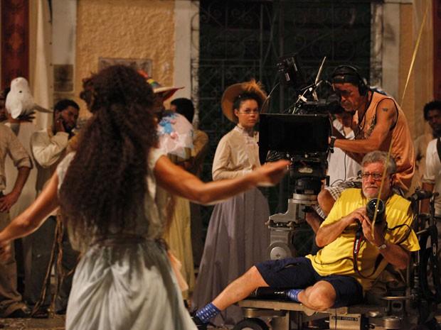 Walter Carvalho durante as gravações no Maranhão (Foto: Lado a Lado/TV Globo)
