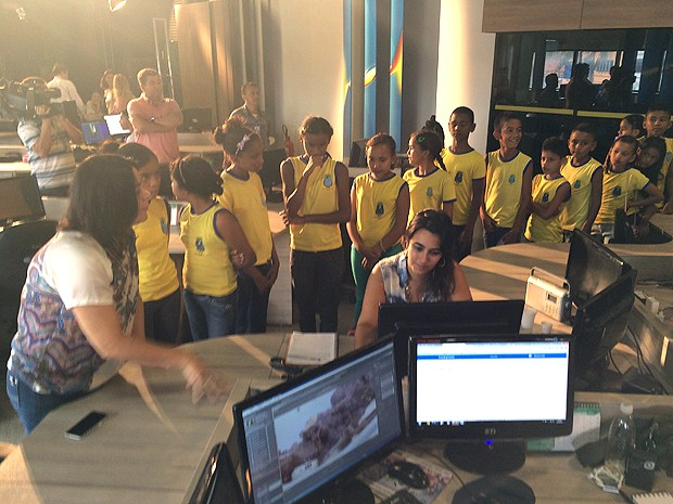 Estudantes conhecem rotinas de produção na TV Mirante (Foto: Maurício Araya / TV Mirante)