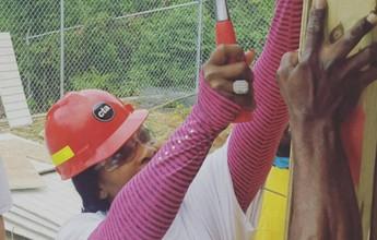 Serena Williams põe a mão na massa e ajuda a construir escolas na Jamaica