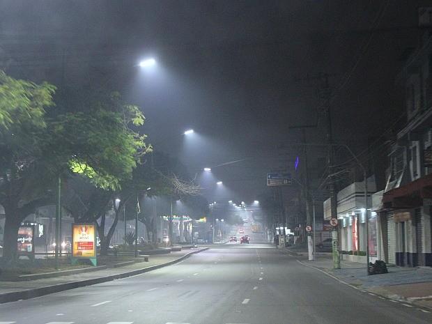 Fumaça acinzentada foi percebida na Avenida Boulevard Alvaro Maia (Foto: Indiara Bessa/G1 AM)