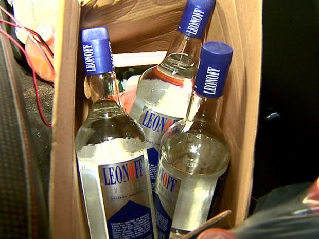 Bebidas estavam no carro de estudante de medicina de Ribeirão Preto, SP (Foto: Reprodução/EPTV)