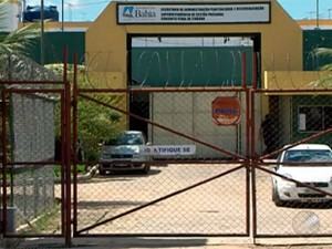 14 presos fogem de delegacia em Itabuna (Foto: Imagens/TV Santa Cruz)