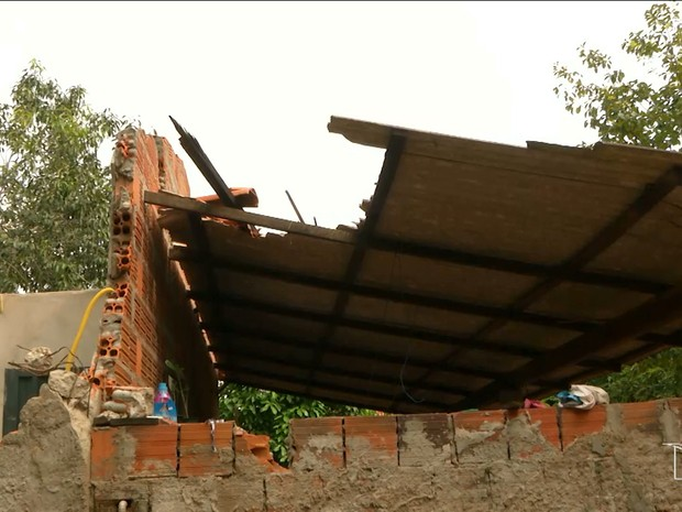 Três meses após queda de torre, algumas família ainda não foram ressarcidas (Foto: Reprodução/TV Mirante)