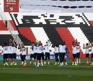 França agradece apoio da torcida de Ribeirão Preto (Foto: Cleber Akamine)