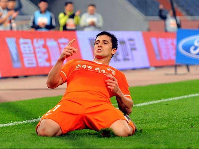 Aloisio Shandong Luneng (Foto: Reprodução/Sina.com)
