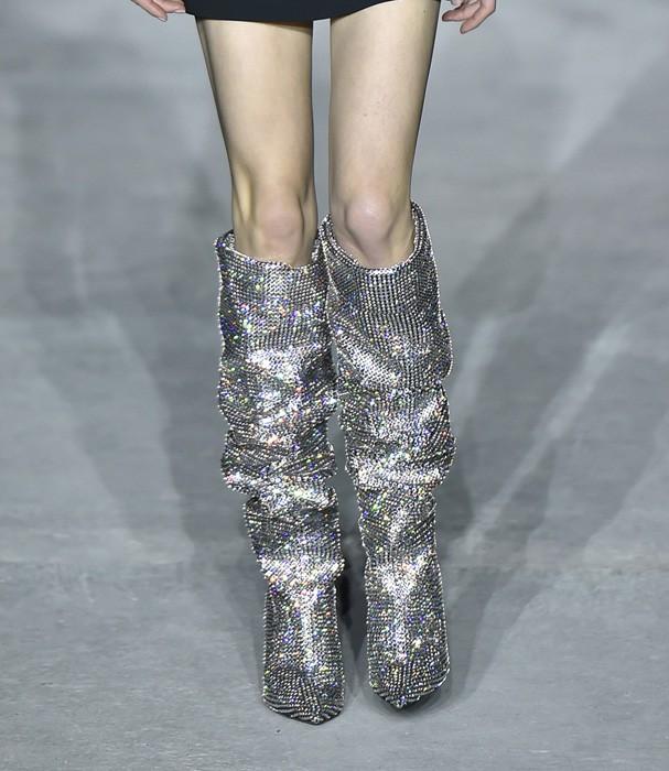 Botas de glitter da Saint Laurent são sucesso! (Foto: Getty Images)