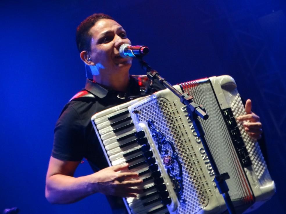 Targino Gondim fará show na cidade, no  (Foto: André Hilton / TV Asa Branca)