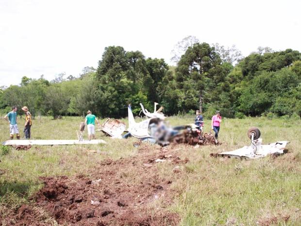 Avião caiu em área de vegetação em Espumoso, no Norte do Rio Grande do Sul (Foto: Jonatan Palla/Clic Espumoso)
