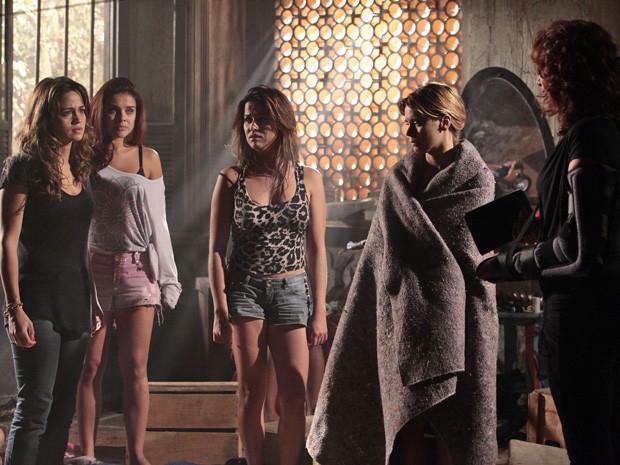 Wanda faz ameaças a família de Morena (Foto: Salve Jorge/TV Globo)