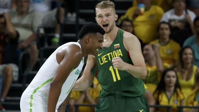 brasil, lituânia, basquete, leandrinho (Foto: Reuters/Jim Young)