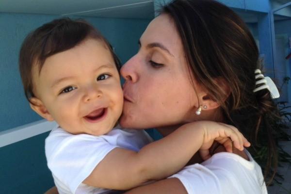 Flávia Marroni e o filho Luca (Foto: Arquivo pessoal)