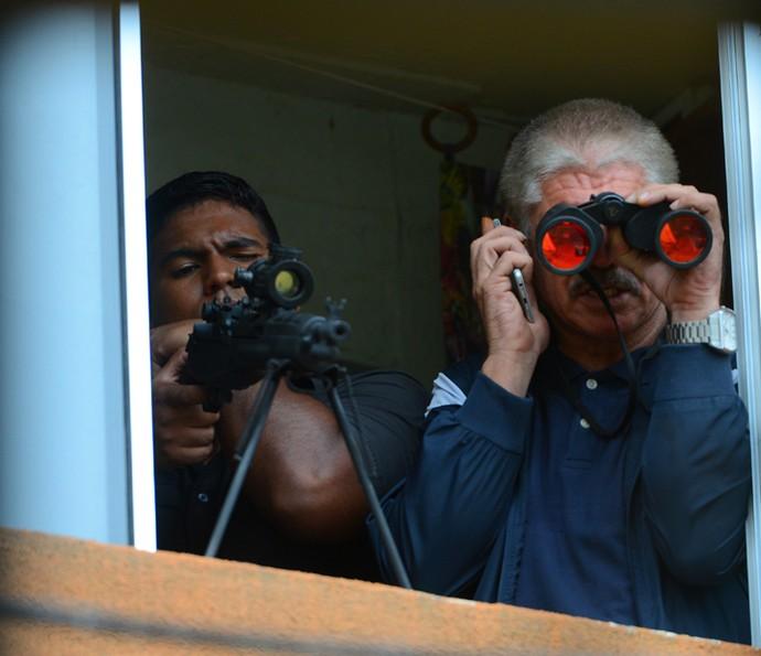 Tio recebe ordem para matar (Foto: Pedro Carrilho/ Gshow)