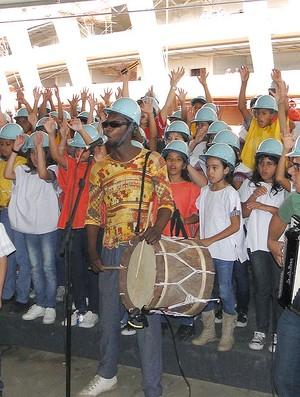 Coral com 200 crianças na cerimônia de obras no Mineirão (Foto: Lucas Catta Prêta / Globoesporte.com)