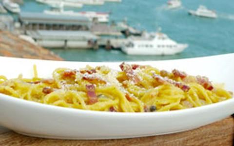 Espaguete à carbonara: veja receita autêntica de Olivier Anquier