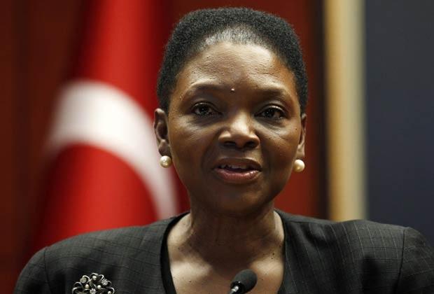 Valerie Amos dá entrevista nesta sexta-feira (9) em Ancara, na Turquia (Foto: Reuters)