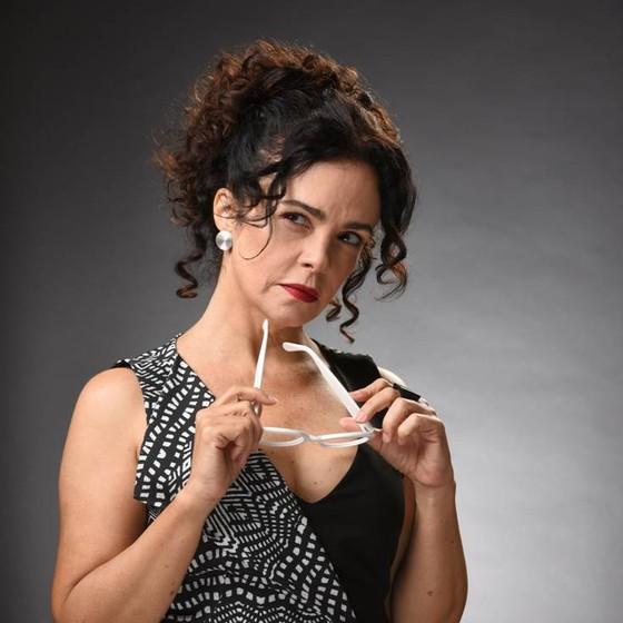Luciana interpreta uma mulher como ela na nova peça (Foto: Divulgação)
