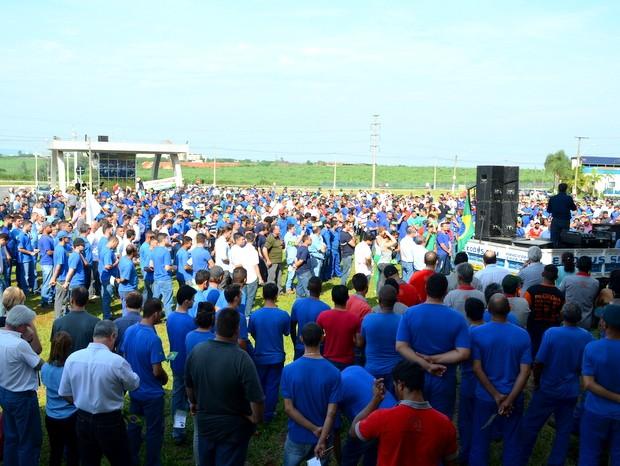 Ato reuniu 700 pessoas em manifestação contra governo federal em Piracicaba (Foto: Wesley Justino/ EPTV)
