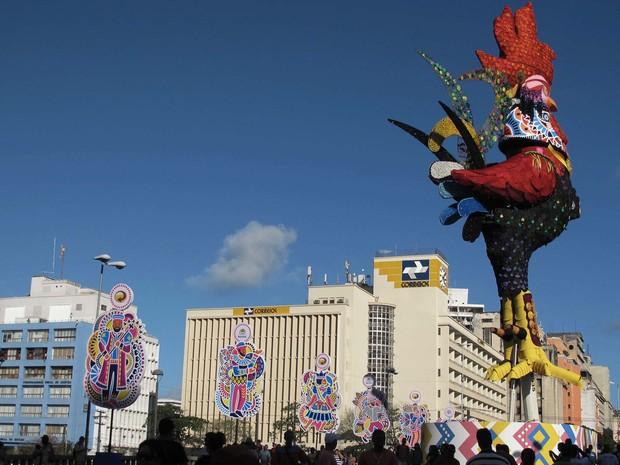 Foliões curtem carnaval na cidade de Recife (PE). (Foto: Otávio de Souza/Futura Press/Estadão Conteúdo)